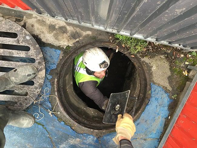 excavatrice-aspiratrice_egout_canalisation_regard_07