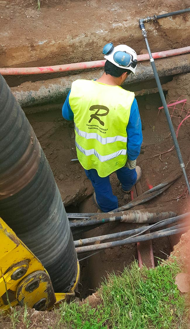 excavatrice-aspiratrice_egout_canalisation_regard_01